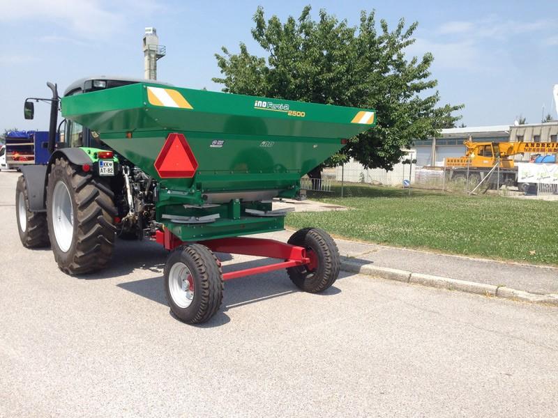 Masina imprastiat ingrasaminte chimice granulate | Agriculture & Jurop Group